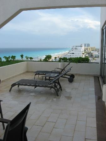 Terrace aqua suite picture of live aqua beach resort cancun cancun tripadvisor for How many rooms at live aqua cancun