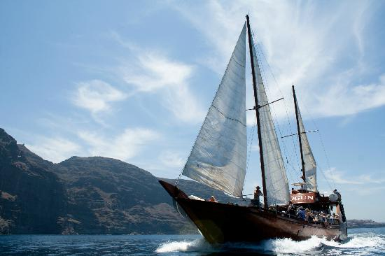 Neptuno Sea Company: The Shogun, an authentic oriental sailboat.