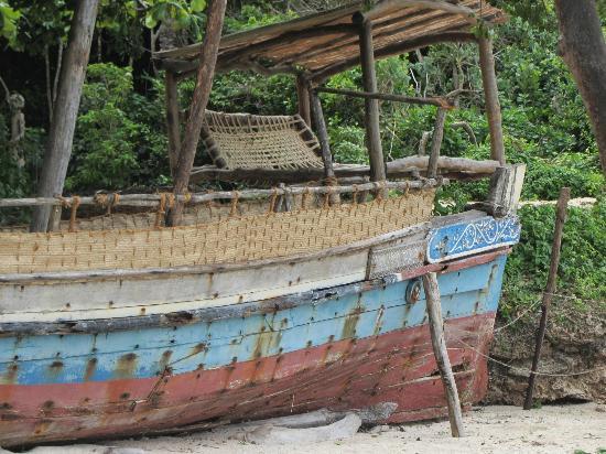 Kinondo Kwetu: pirate boat!