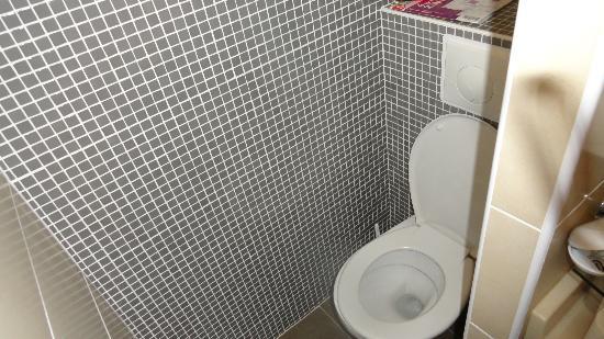 Resideal Bernard de Ventadour : veel te kleine ruimte voor toilet