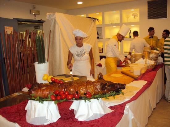 Hotel Maddalena : Azdore alla serata romagnola : la piada
