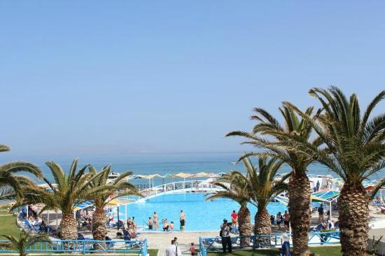 Mitsis Rinela Beach Resort & Spa : View of main pool area