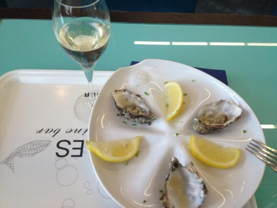 Bubbles Seafood & Winebar : total of 16 eur - very decent