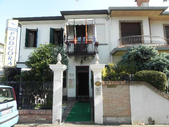 Villa Podgora: the entrance