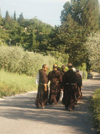 Santuario di Rivotorto: Strada per Rivotorto