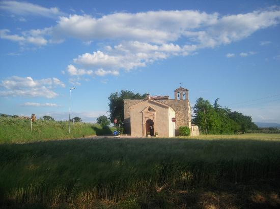 Santuario di Rivotorto: Chiesetta nei dintorni di Rivotorto
