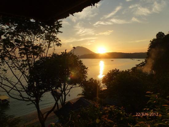 Bunaken Island Resort: Sonnenuntergang vom Balkon
