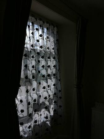 Duke Of Cornwall: Black and white curtains (?)
