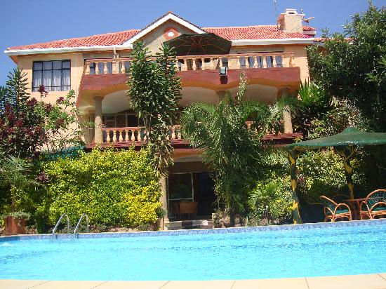 Comfort gardens guest house updated 2017 b b reviews for Pool garden restaurant nairobi