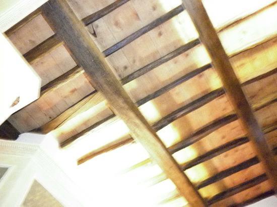 Residenza Montecitorio : rivestimento del soffitto. travi a bellavista