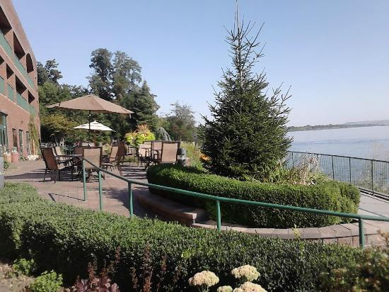 Hampton Inn Richland / Tri-Cities: Gazebo by the Columbia river by the hotel