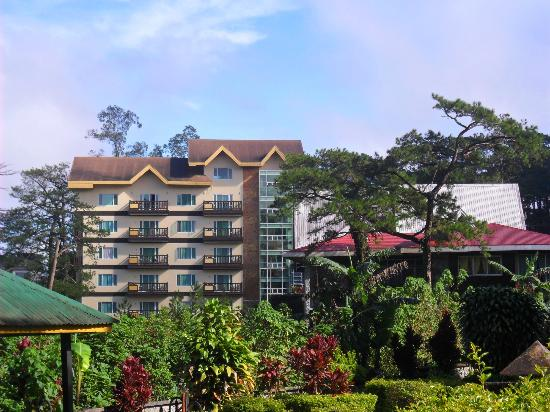 Ridgewood Hotel: Visible along Romulo Drive