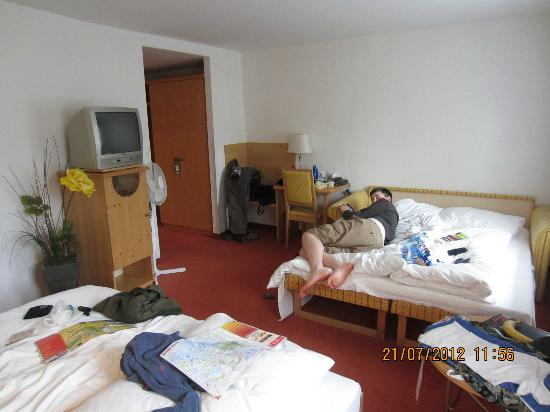 Landgasthof Kohlpeter: One view of our very untidy room showing double bed and double sofa bed