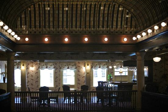 Hotel Boulderado : Mezzanine Floor and Bar