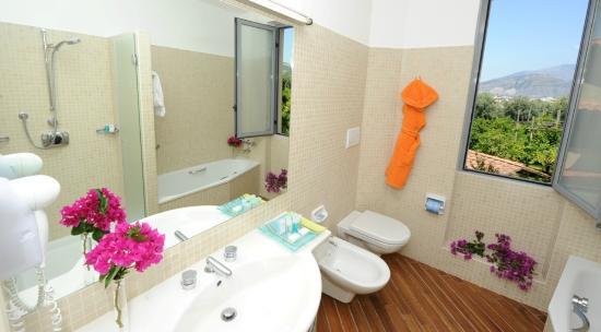 Conca Park Hotel: Sea view room - Bathroom