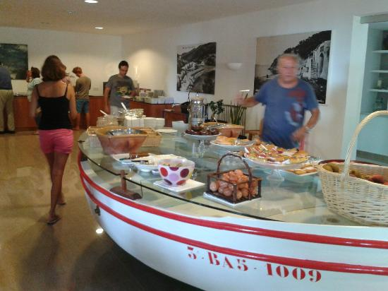Hotel Sa Riera : the breakfast is arranged on an old fishing boat - fab!