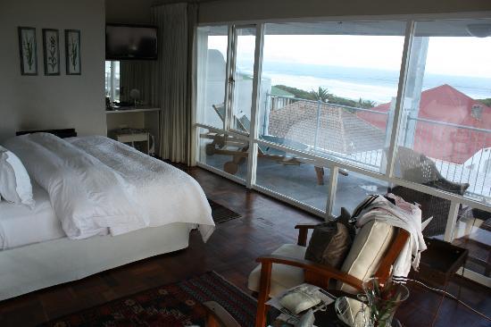Hermanus Beach Villa: Номер и вид из него