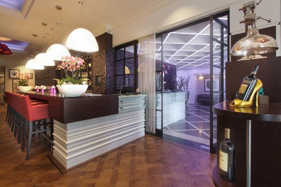 Hotel Dux: Brasserie entry