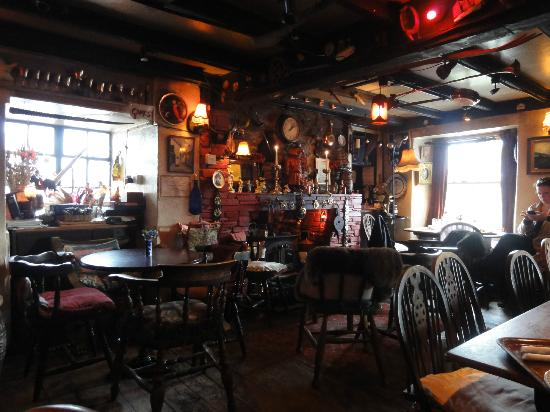 The Pigs Nose Inn: Bar area