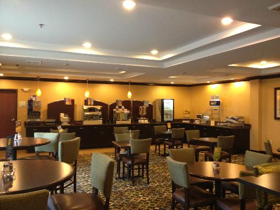 Holiday Inn Express and Suites Wytheville: Breakfast Room - View 2