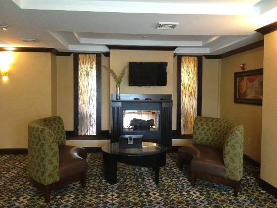 Holiday Inn Express and Suites Wytheville: Breakfast Room - View 1 (with Fireplace)