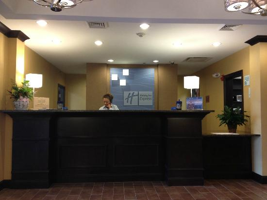 Holiday Inn Express and Suites Wytheville: Front Desk