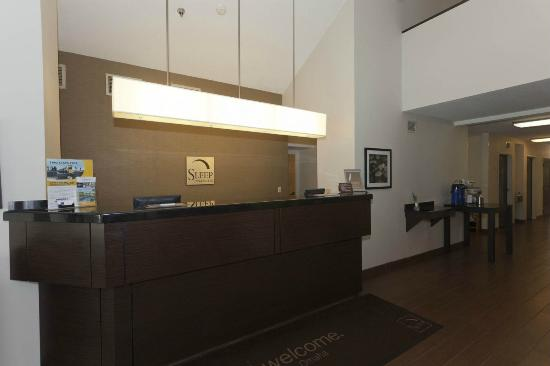 Sleep Inn, Inn & Suites Omaha: Front Desk