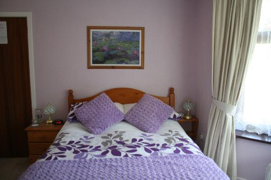 Leeward Bed and Breakfast: Bedroom