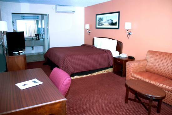 Westgate Inn & Suites: Room