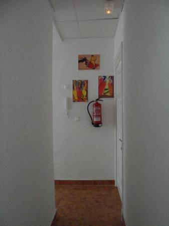 Hostal La Palma: HALL İS PURE WHİTE COLOURED BY SPANİSH PAİNTİNGS
