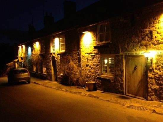 The White Lion: Front at night
