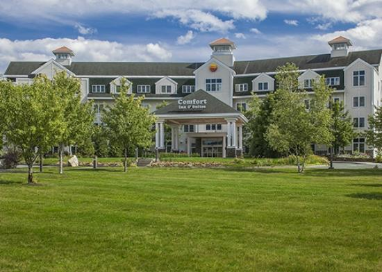 Comfort Inn & Suites Near Burke Mountain: Comfort Inn & Suites St. Johnsbury Vermont