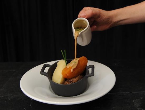 amber 39 s pots of scotland picture of amber restaurant at. Black Bedroom Furniture Sets. Home Design Ideas