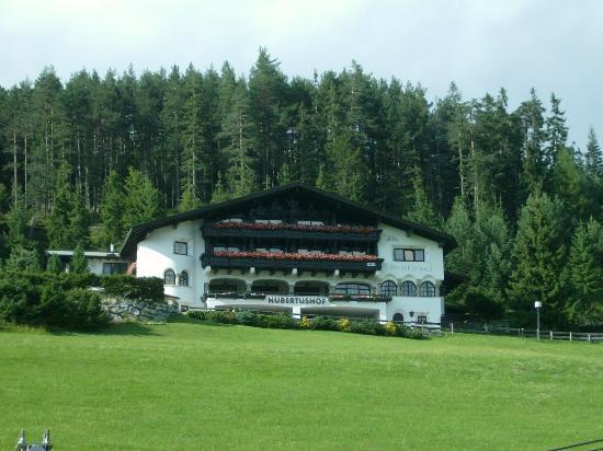 Hotel Garni Hubertushof: vista hotel dalla strada