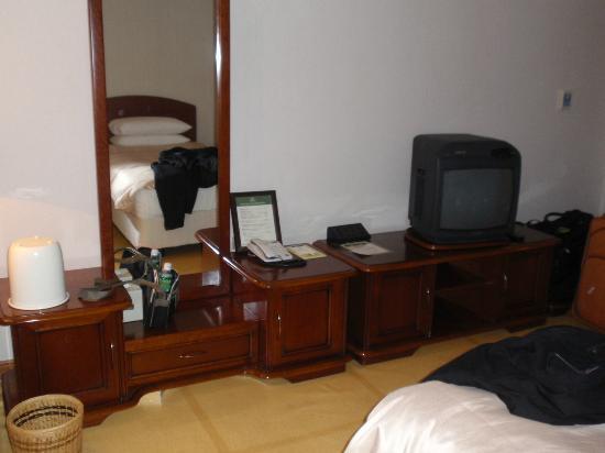 Kensington Flora Pyeongchang: Dressing Table & TV