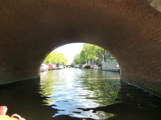 St. Nicolaas Boat Club: small boat - small canals