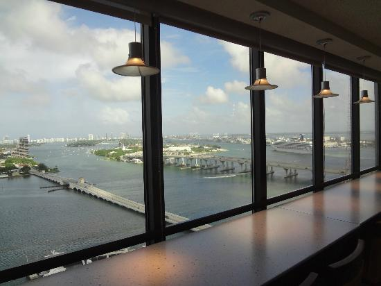 Miami Marriott Biscayne Bay: View from Executive Lounge