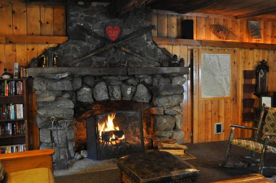 Tamarack Lodge and Resort: Pick a book and sit here evening...