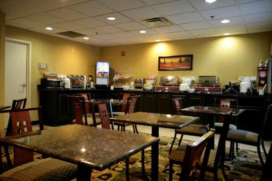 Comfort Inn Airport Turfway Road : Full, Hot Breakfast Every Day