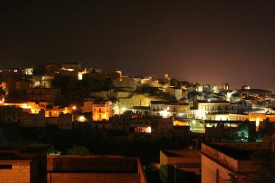 B&B Villa Ambra: Vue de Noto depuis la terrasse de la maison