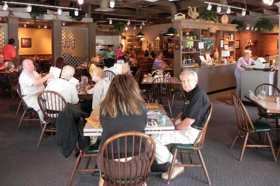 Egg Harbor Cafe: Dining Area