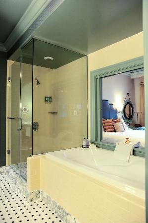 Hotel ICON, Autograph Collection: Deluxe King Bathroom With Whirlpool  Garden Tub And Separate Rain