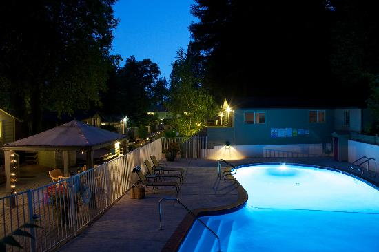 Cottages on River Road: Heated Salt Water Pool