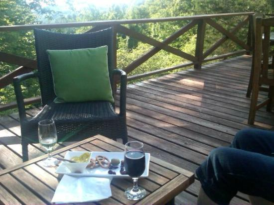 Lakeview at Fontana: wine on the deck
