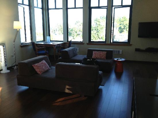 The Island Inn at 123 West: Living area and view of Penthouse Suite 5