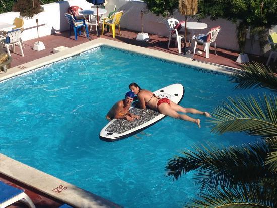 Sunset Point Resort, Sportsbar & Apartmentos: La piscine