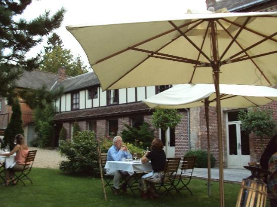 Hotel La Licorne : la terrasse du restaurant