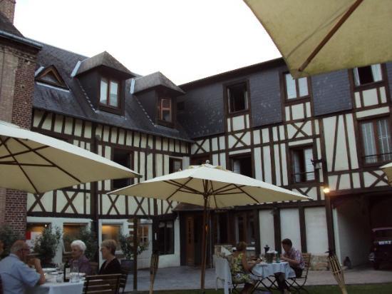 Hotel La Licorne : la bâtisse