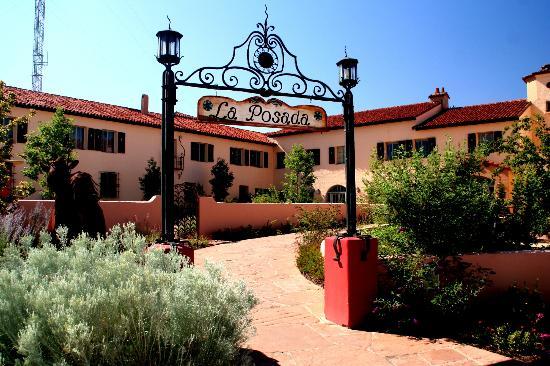 La Posada Hotel: Hotel Entrance