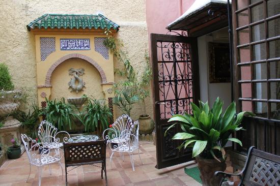 Hotel San Gabriel: inside coutyard